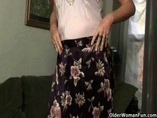 Mom Looks So Hot In Her Nylons