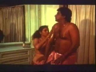 1730484 Sexy Amp Hot Huge Boobs Mallu Aunty 039 S Oil Massage