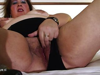 Fat Mature Mom Playing With Her Pussy On Bed