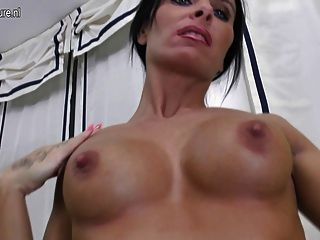 Fitness Mom And Her Pussy Workout Session