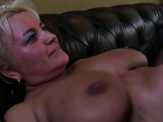 Hot Mature Mom Fucks Young Lesbian Girl