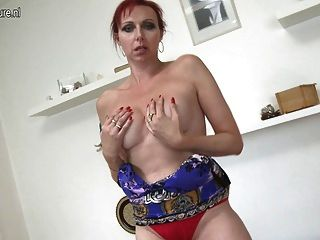 Naughty Mature Mother And Her Hungry Pussy