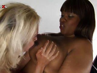 Pornxn Petite Blonde Fist Fucking An Ebony Bbw
