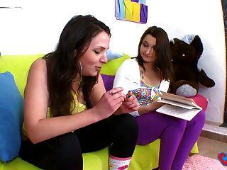 Melyne Leona N Est Pas Tres Studieuse Lors Du Campus Tour
