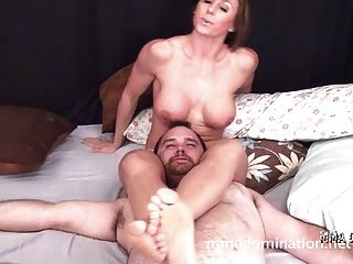 Muscle Sexy Girl Vs Guy- Headscissor Domination On The Bed