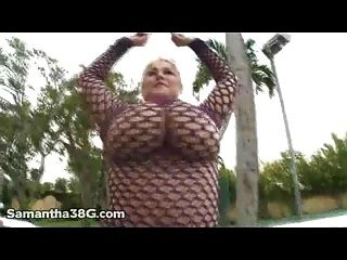 Sexy Samantha 38g Fingers Her Pussy Outside On Patio