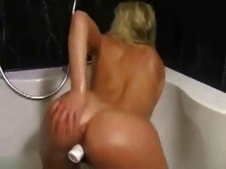 Noisy Bath Orgasm Of Silvia