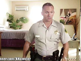 Sweetsinner Teen Gets Eaten Out By Officer