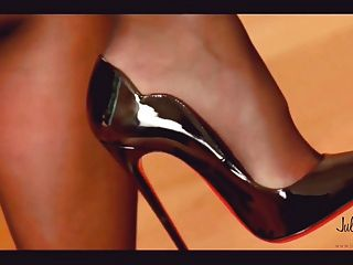 Julie Skyhigh Discover New 13cm Arched Hot Chicks Dangling