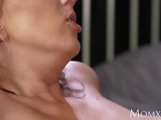 Mom Experienced Man Licking Pussy And Making Housewife Cum