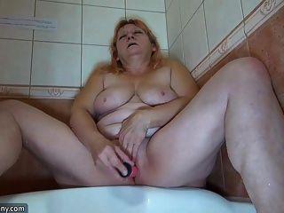 Oldnanny Old Mom Bathroom Masturbate