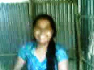 Bangladeshi Bhabi Bathing