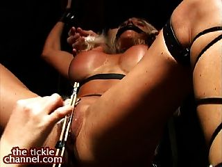 Muscle Babe Big Clit Tickle Orgasms