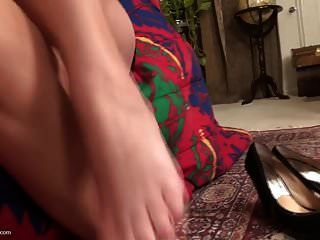 Desperate American Housewife And Mom Needs A Good Sex