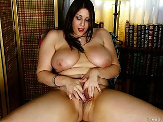 Chubby Big Tits Babe Loves Fucking Her Fat Juicy Pussy