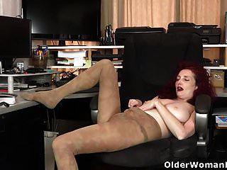 American Milf Zinnia Blue Takes A Masturbation Break