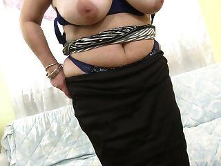 Hot Mature Mama With Huge Tits And Hungry Vagina