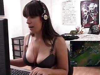 Gamer Follando Mientras Juega