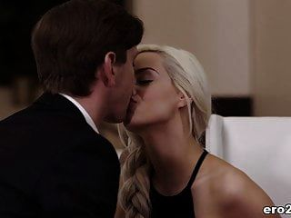 Glamour Babe Elsa Jean Needs Some Passionate Sex