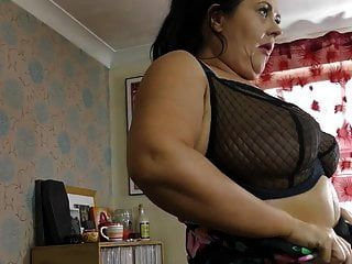 Big Mature Mom With Saggy Boobs And Wet Pussy